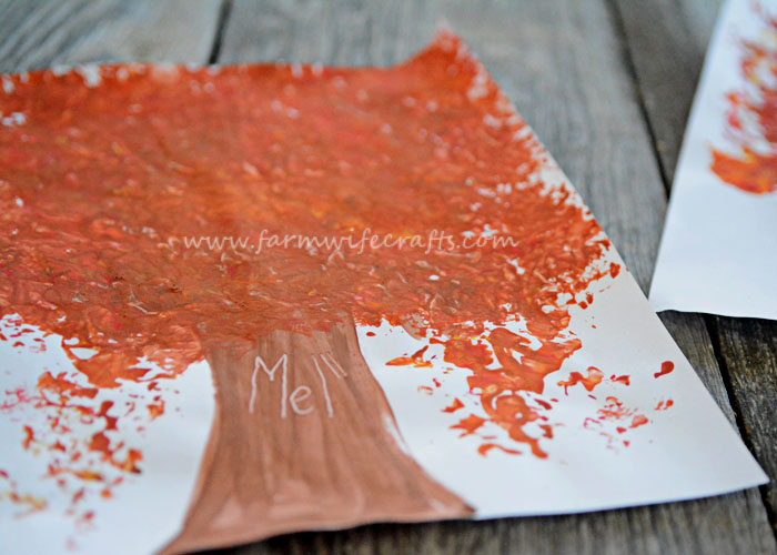 This tree foil painting is an easy and fun fall craft for kids, and adults, that brings the fall colors to life.
