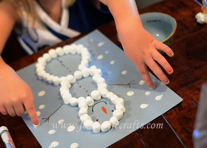 Are you looking for a simple craft to keep the kids entertained while it's too cold outside to go out and play?  This marshmallow snowman winter craft is just what you might be looking for!
