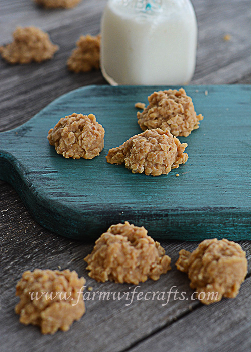 Do you love chocolate no-bake cookies?  If you answered yes, then you have to try these peanut butter no-bake cookies!