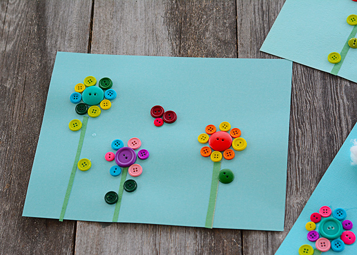 Who's ready for spring flowers, sunshine, and blue skies??? I definitely am. This button flower craft definitely brightens up my home and adds a smile to my face when I look at it.
