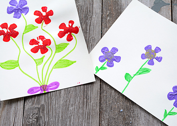 It's almost Spring!!!!!!  If you're ready for bright colors and flowers then have your kids make these easy-to-make, adorable Pop Bottle Flower Paintings.