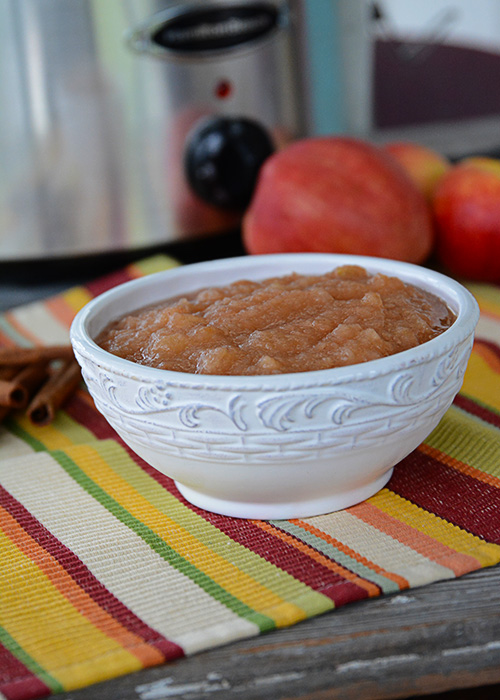 It's Fall and that means apple pickin' time.  Grab the family, head to the orchard, and pick some apples to make this Easy Crockpot Applesauce.