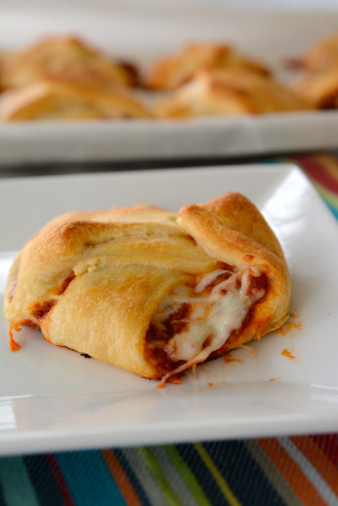 Are you looking for an easy to make weeknight meal? These pizza calzones are so easy to whip up you can even ask one of your kids to do it...or your husband!